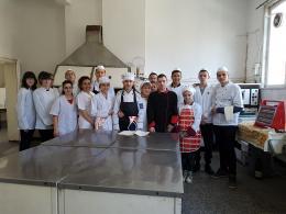 С първи стъпки в готварството нашите десетокласници се впечатлиха - Изображение 1