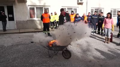 Зрелищни демонстрации на гасене на пожар при нас - Изображение 1