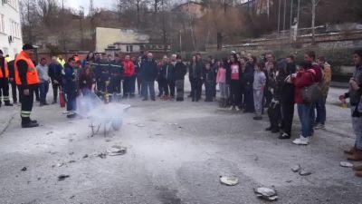 Зрелищни демонстрации на гасене на пожар при нас - Изображение 2