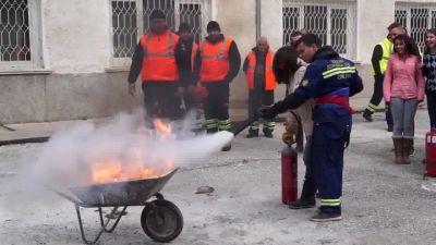 Зрелищни демонстрации на гасене на пожар при нас - Изображение 7