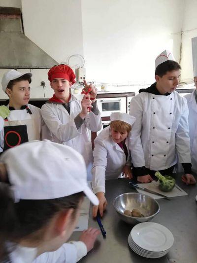 Началото в кулинарните техники бе поставено вече в 9 клас - Изображение 2