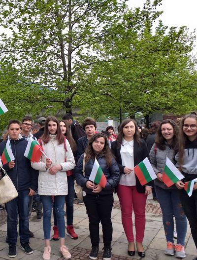 С трибагреници се включихме в празничното шествие за 24 май - Изображение 2