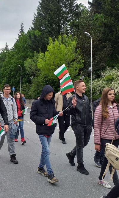 С трибагреници се включихме в празничното шествие за 24 май - Изображение 3