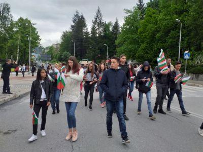 С трибагреници се включихме в празничното шествие за 24 май - Изображение 5