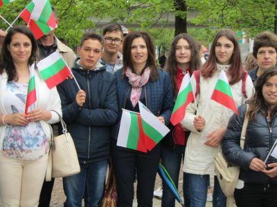 С трибагреници се включихме в празничното шествие за 24 май - Изображение 6