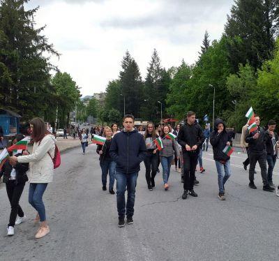 С трибагреници се включихме в празничното шествие за 24 май - Изображение 7