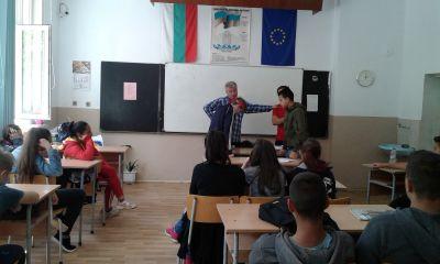 Гост на осмокласниците бе психологът Росен Кубински - Изображение 2