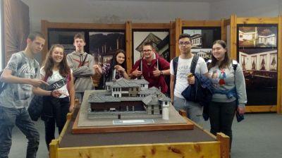 10 клас истински се забавляват чрез учене в музея - Изображение 3