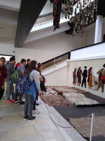 10 клас истински се забавляват чрез учене в музея - Изображение 5