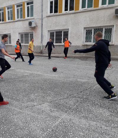 Културни и спортни мероприятия се провеждат в гимназията - Изображение 2