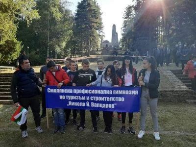 Гимназията изрази преклонението си пред освободителите - Изображение 5