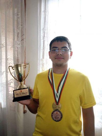 Виктор се нареди трети на градски турнир по тенис на маса  - Изображение 1