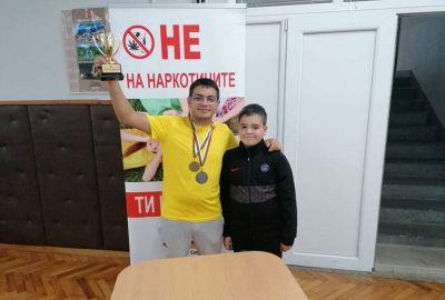 Виктор се нареди трети на градски турнир по тенис на маса  - Изображение 2