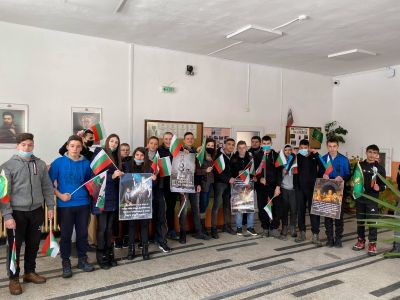 С изложба и венци се поклонихме пред Левски - Изображение 6