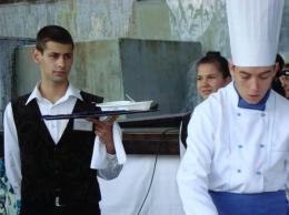 Сервиране - Гимназия по туризъм и строителство - Смолян